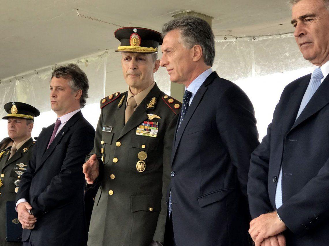 Macri decretó un aumento del 20 por ciento para las Fuerzas Armadas