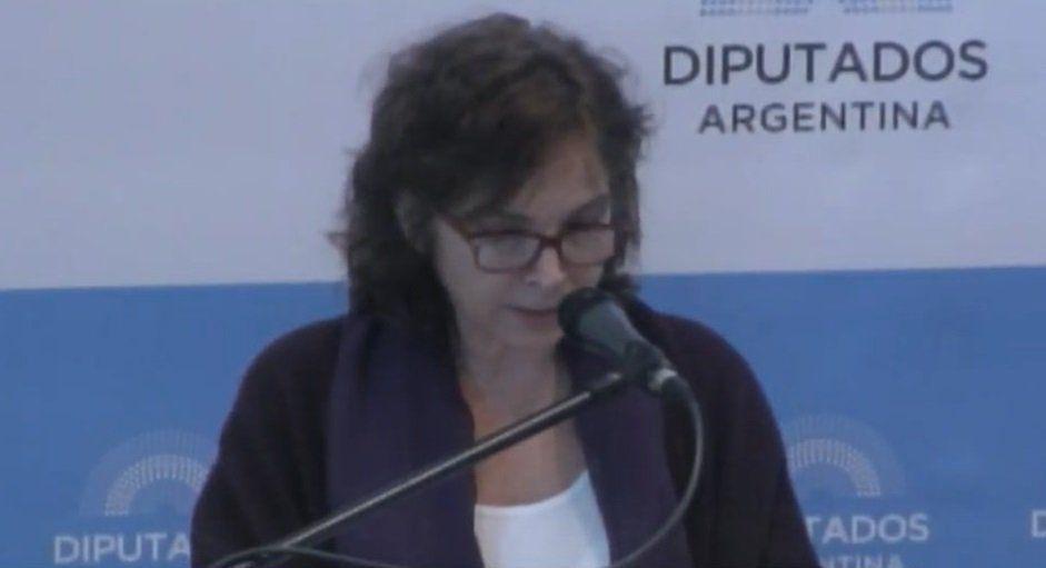 Aborto: contracara ente la militante del bebito y Alejandra Darín