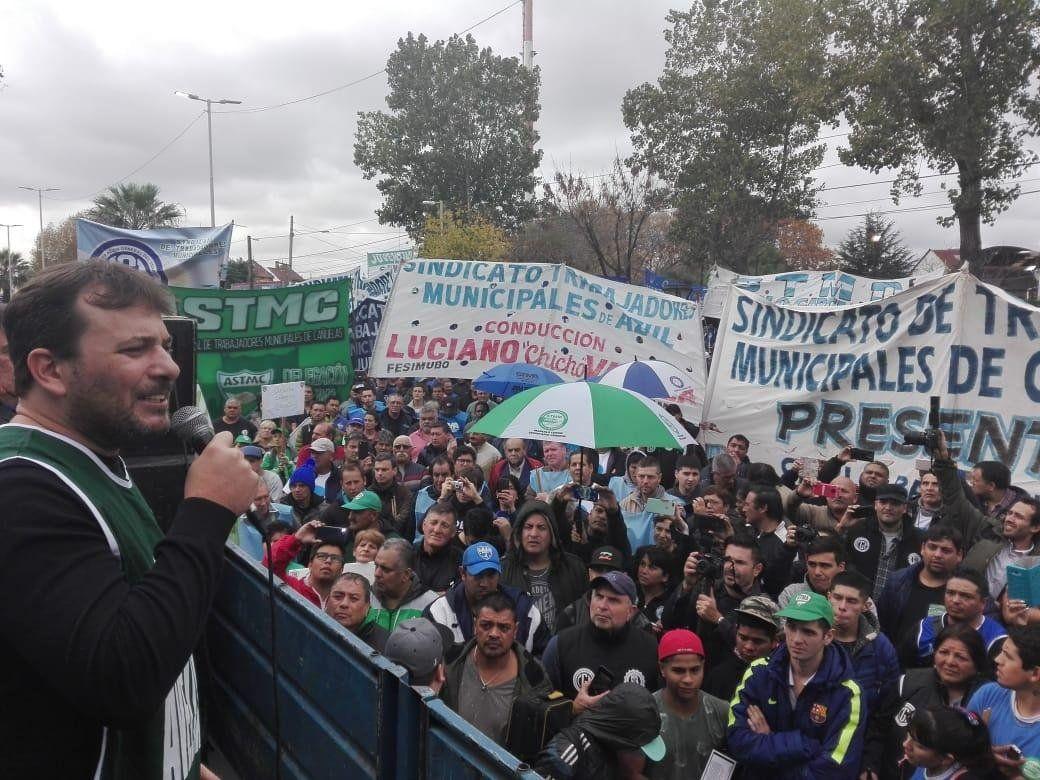 Enérgico reclamo de los municipales de Avellaneda