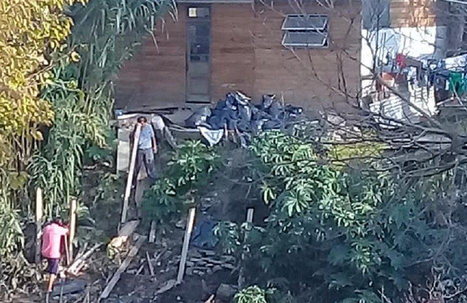 Enfrentamiento de vecinos por usurpaciones en Budge