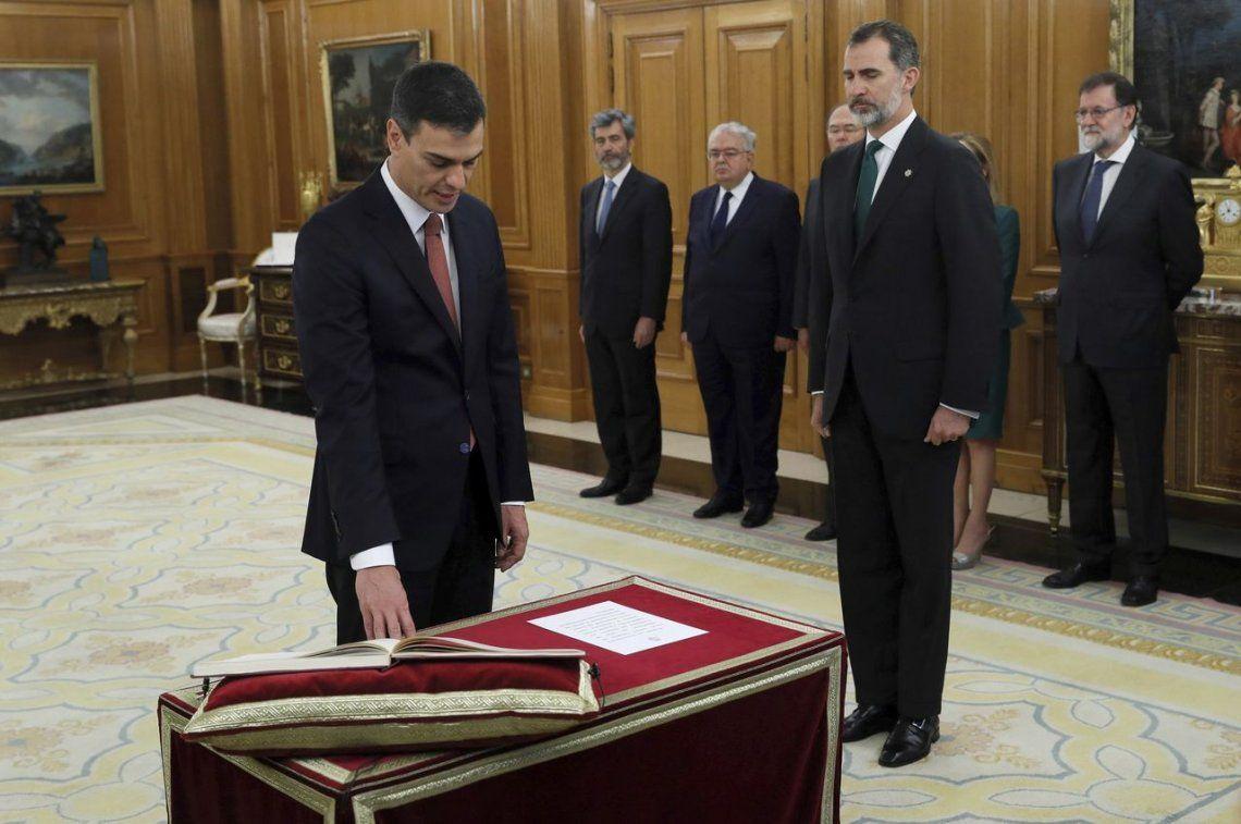 Pedro Sánchez asumió como nuevo presidente del gobierno de España