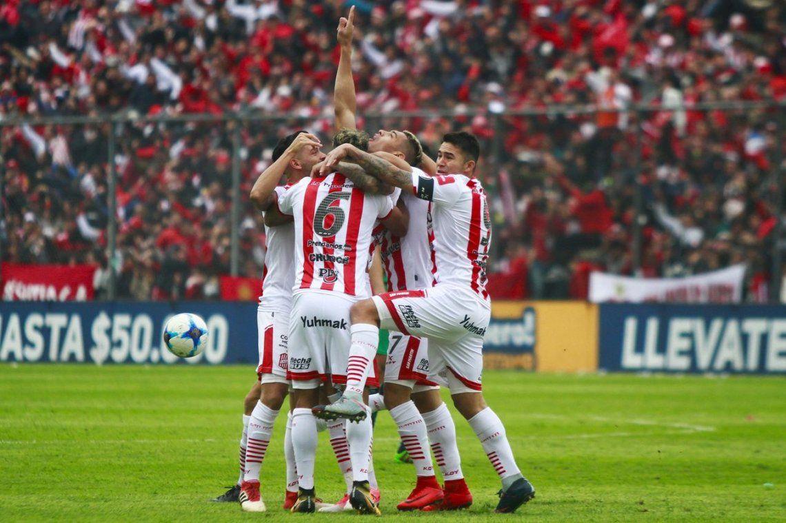 San Martín de Tucumán volvió a Primera con una exhibición ante Sarmiento