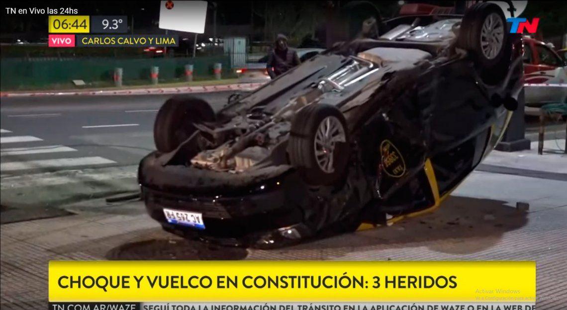 Choque y vuelco de un taxi en Constitución dejó tres heridos