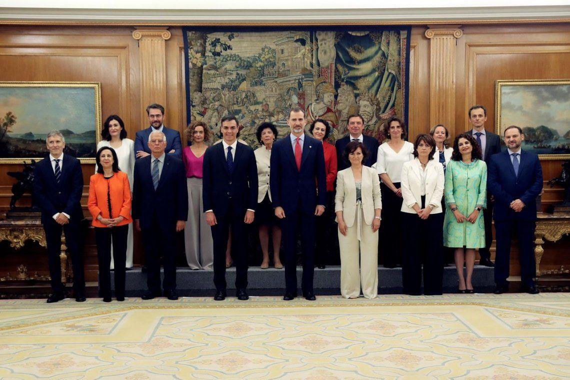 En España, asume el gobierno de las mujeres