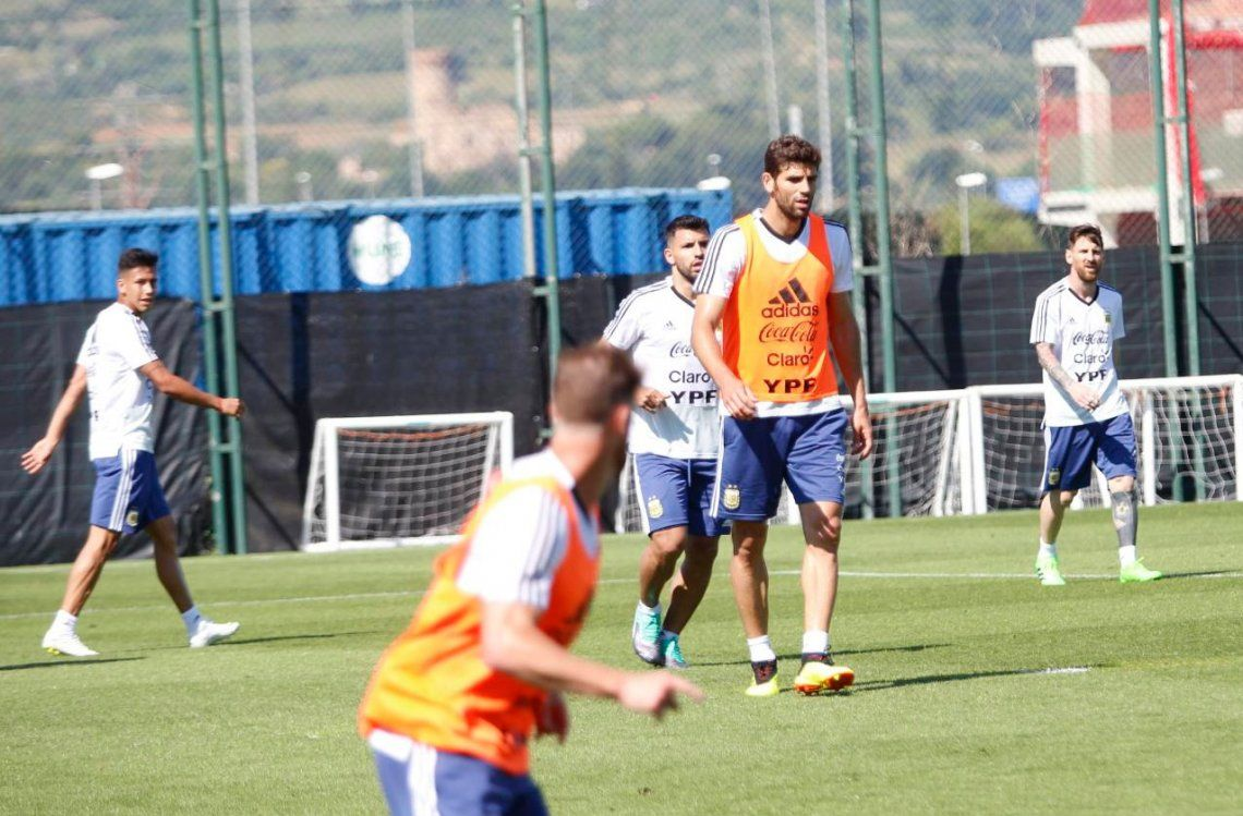 Mientras espera a Enzo Pérez, Sampaoli probó un medio con Lo Celso, Mascherano y Meza