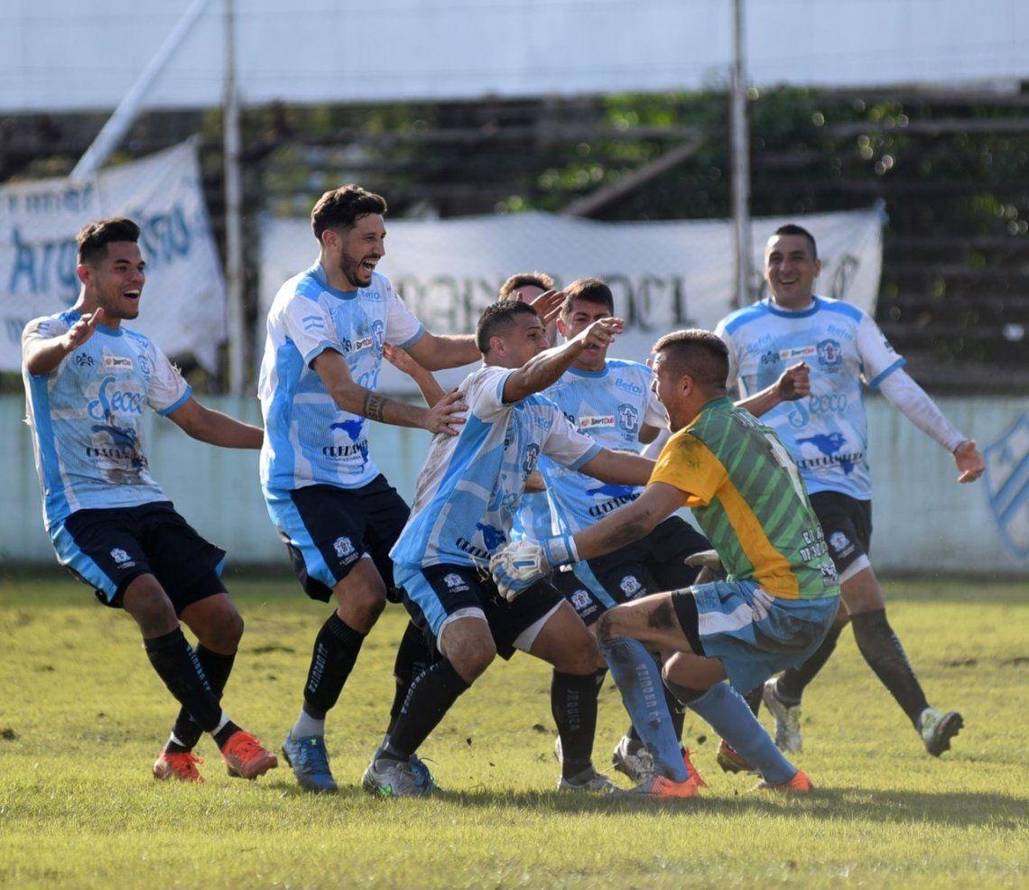 J.J. Urquiza venció a Argentino de Quilmes por penales y ascendió a la B Metropolitana