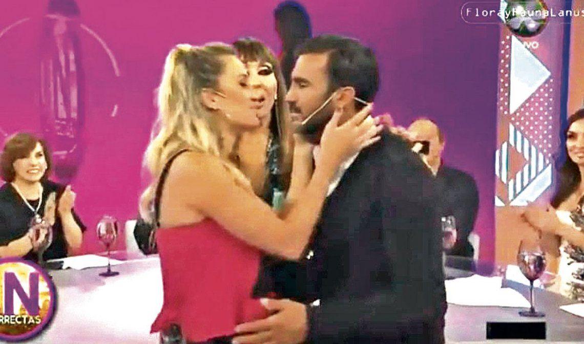 dEl momento en el que Mica y Fabián se besan. ¿Es para Niki que lo mira por tevé?