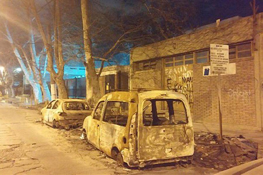Reiterada queja por autos desarmados y quemados