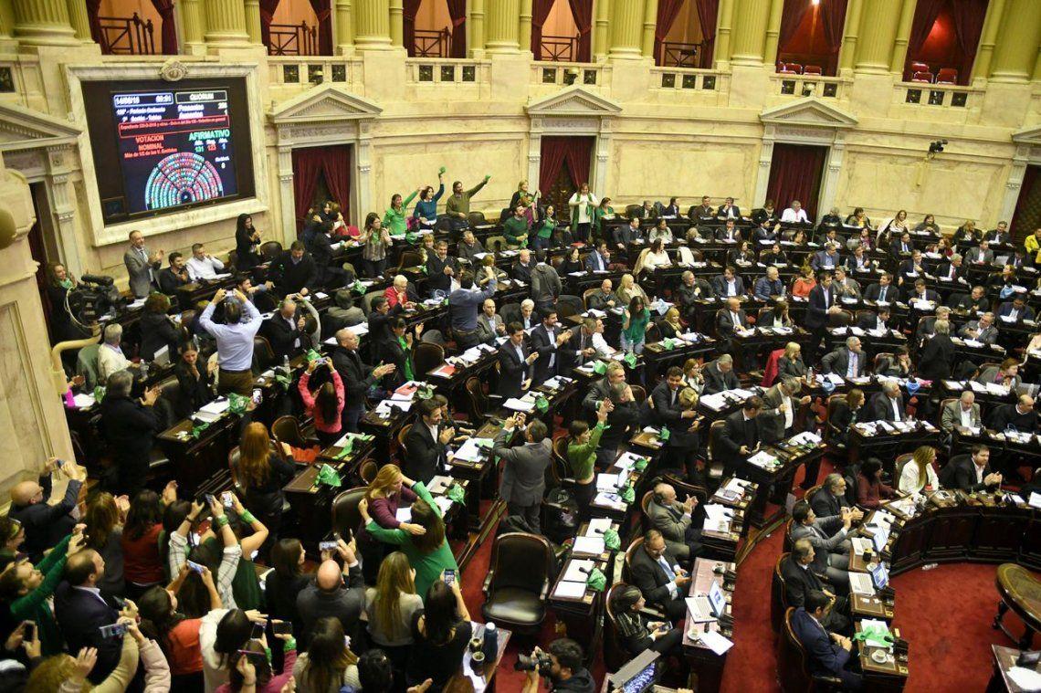 Histórico: el aborto se aprobó en Diputados y ahora decide el Senado