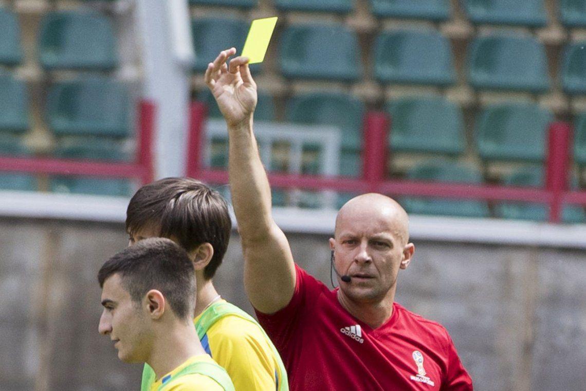 Szymon Marciniak, el árbitro para el debut de la Selección