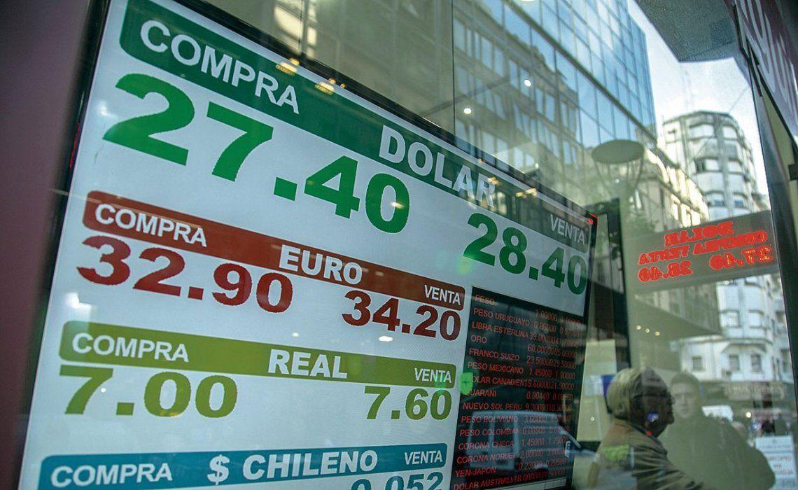 dLa mayoría de los economistas sostuvo que el dólar revirtió su atraso y se debe actuar para ordenar el mercado.