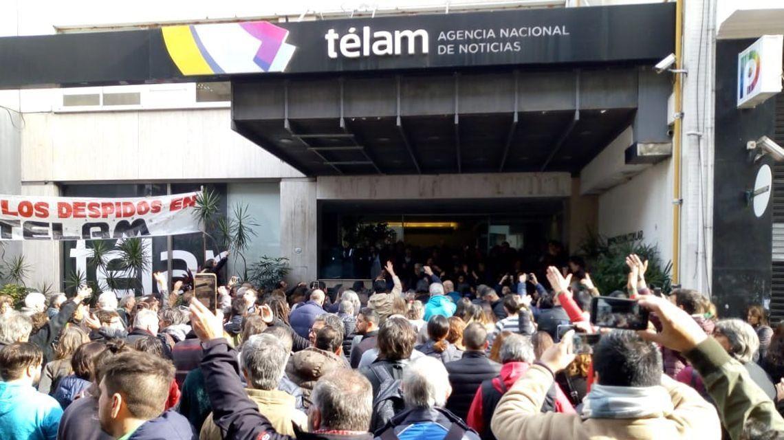 La Justicia ordenó la reincorporación de un periodista de Télam