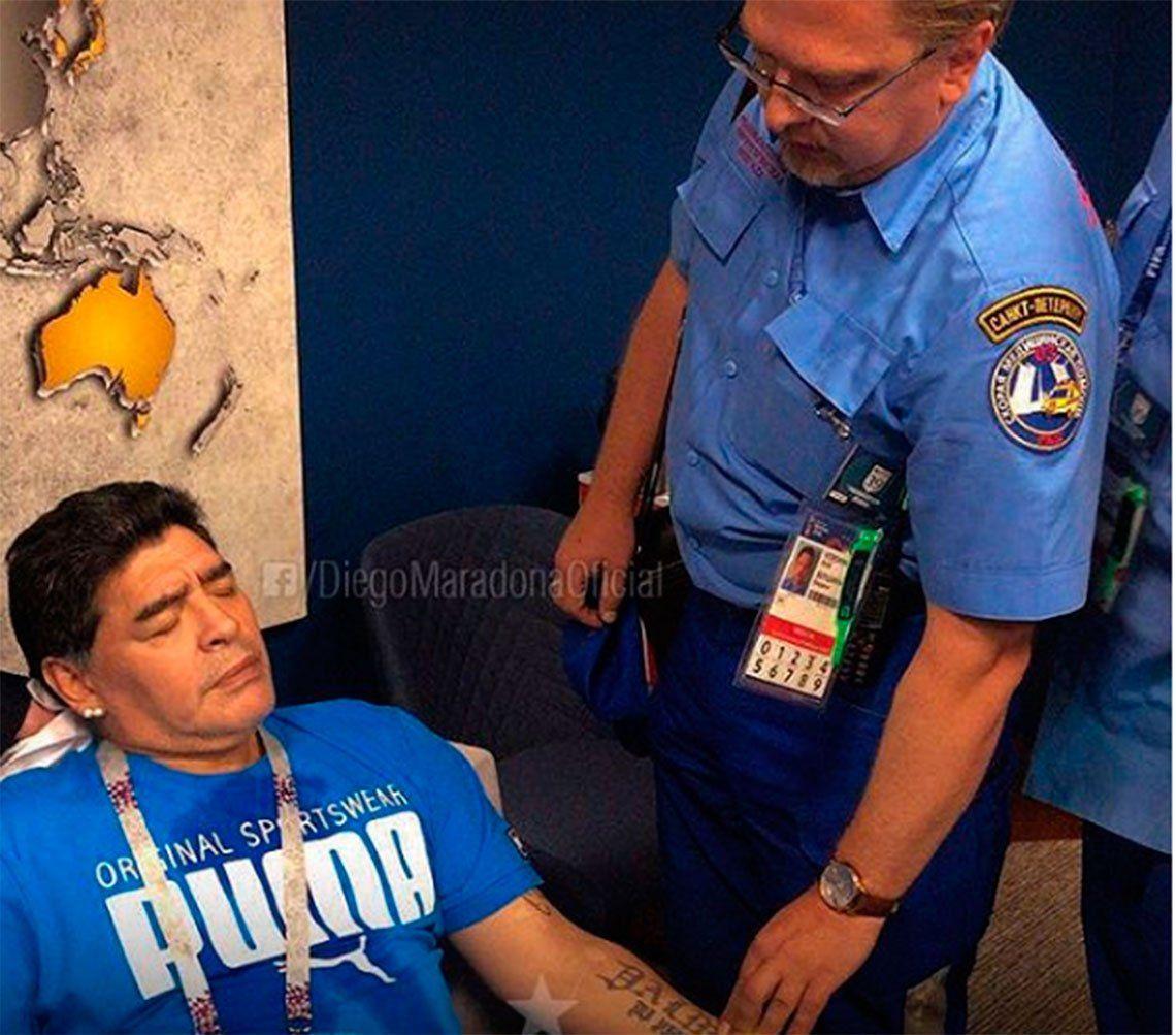 El mensaje de Maradona tras su descompensación durante Argentina-Nigeria