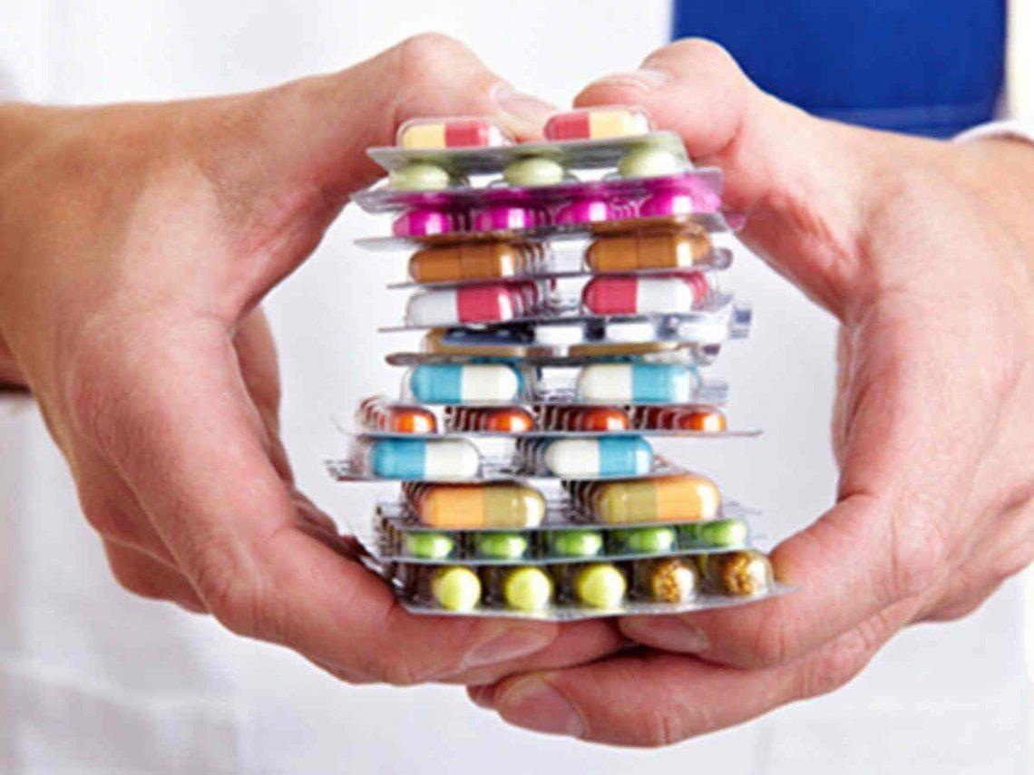 ¿Es tan inofensivo tomar medicamentos de venta libre?