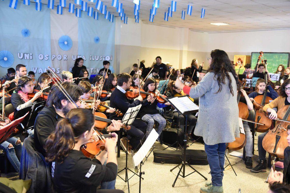 Orquestas de Hurlingham e Ituzaingó brindaron un concierto didáctico
