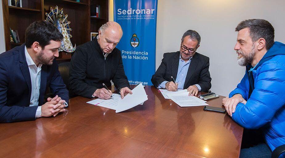 Grindetti firmó un convenio marco con el Sedronar