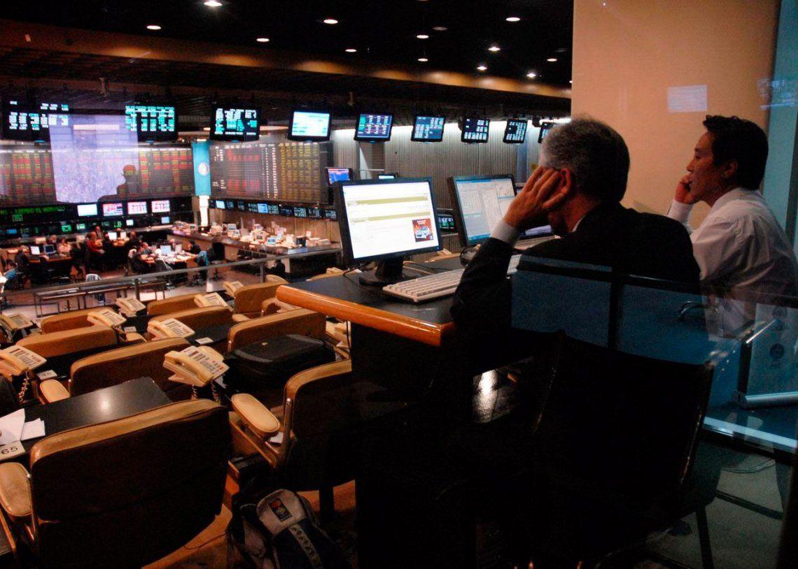 Se derrumbaron las acciones argentinas en Wall Street y el riesgo país alcanzó su pico más alto desde 2014