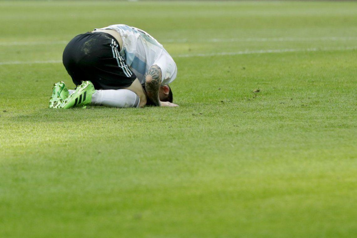 La desazón de Messi tras la eliminación argentina.
