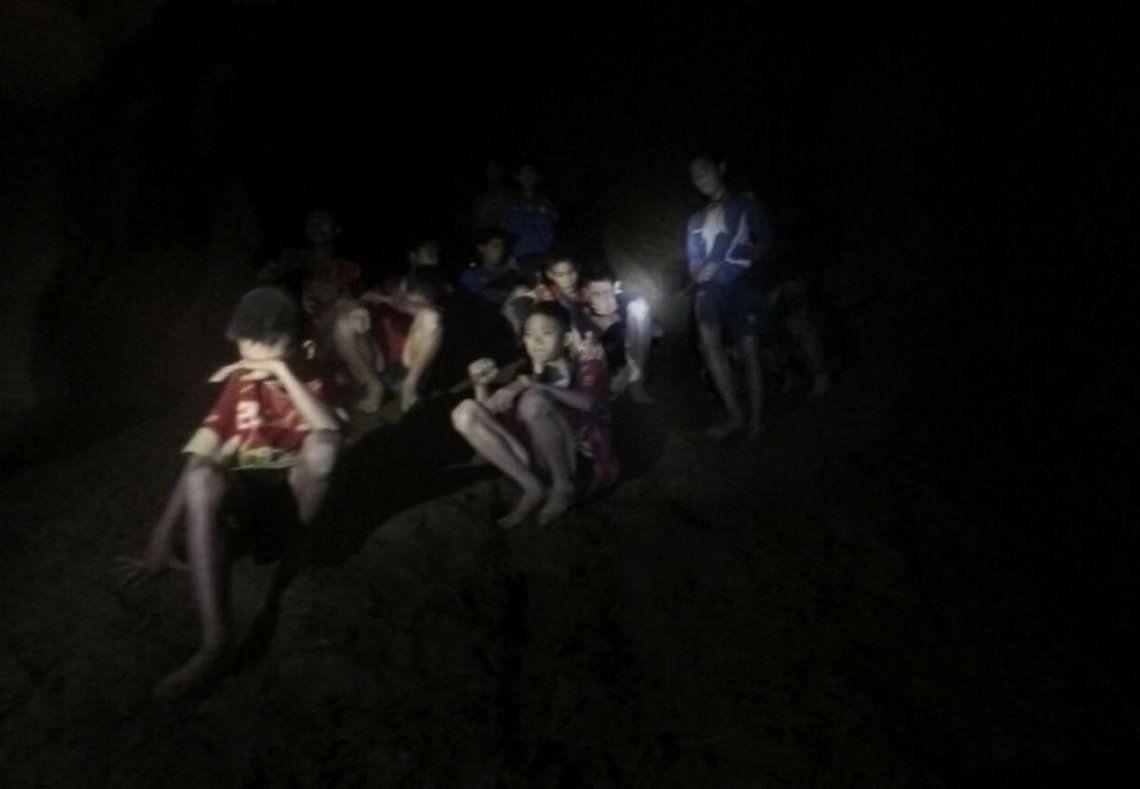Tailandia: hallan a 12 chicos que desde hace 9 días estaban perdidos en una cueva