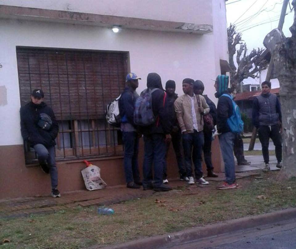 Hallaron en una obra a senegaleses esclavos que vivían en un container