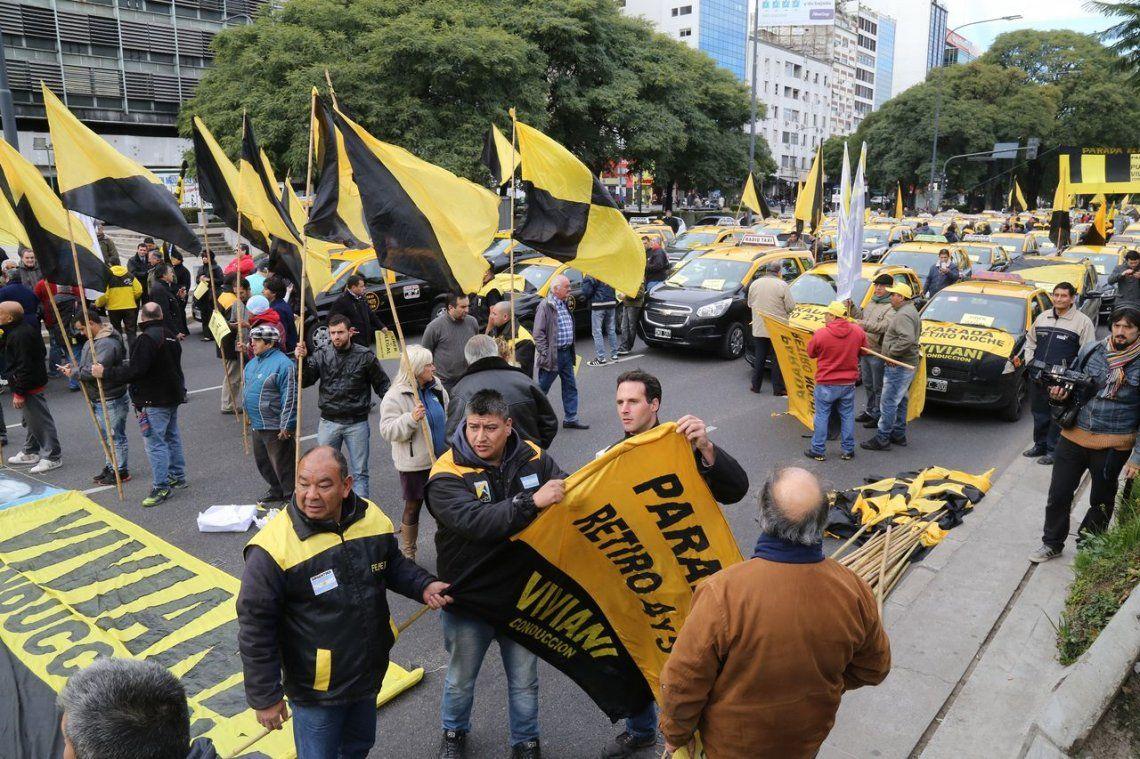 Nueva protesta de taxistas contra Uber en el Centro