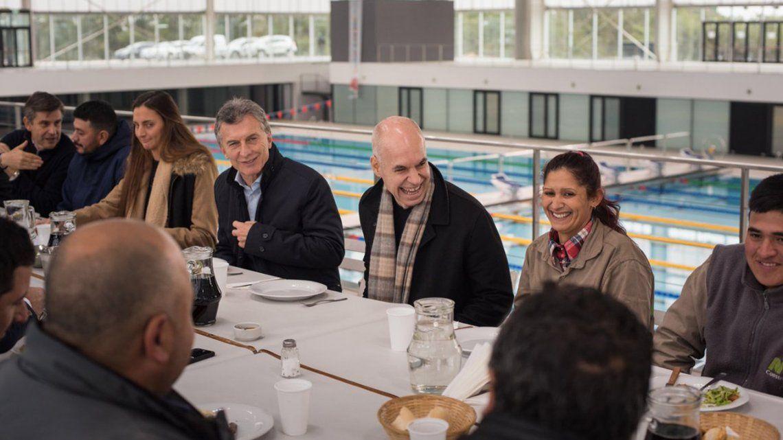 Macri comió un asado con obreros del Parque Olímpico porteño