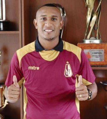 Un colombiano aparece como alternativa para Vélez