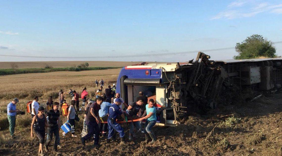 Descarrilló un tren en Turquía: al menos 10 muertos y 73 heridos