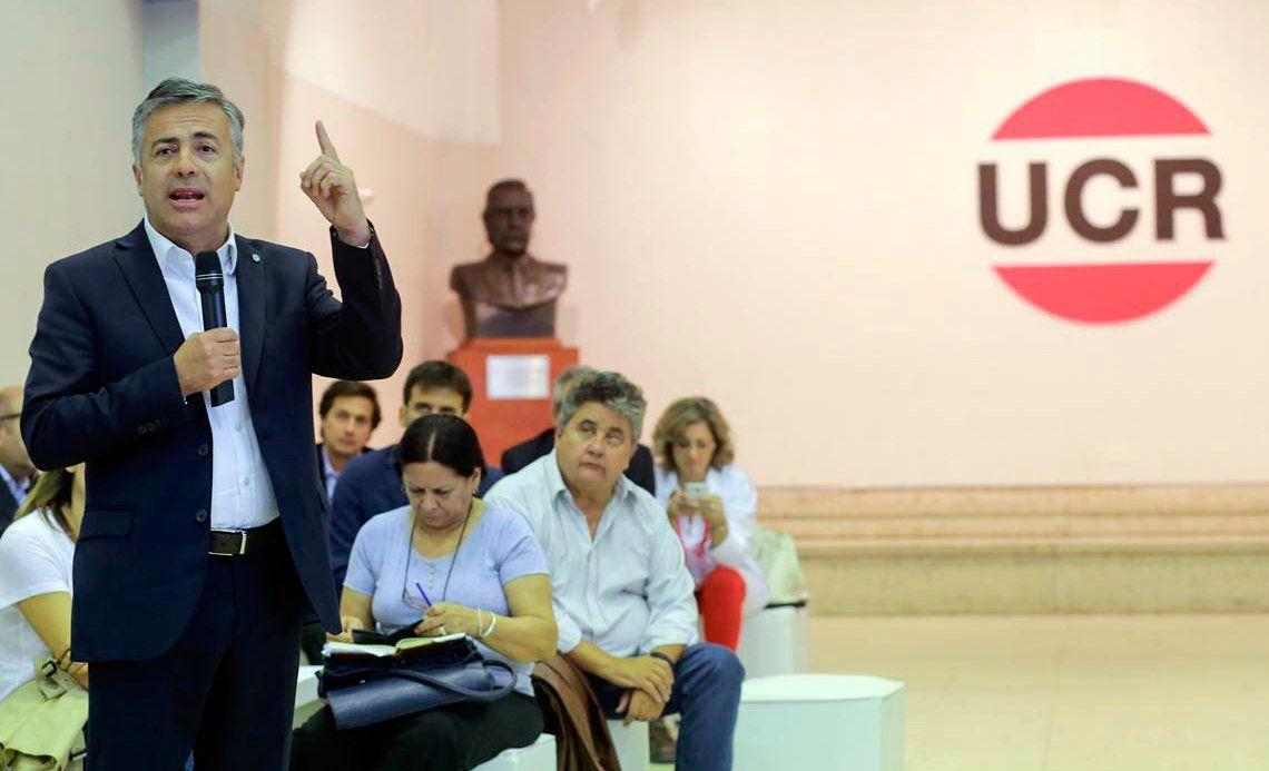 El presidente de la UCR dijo que Carrió se extralimitó