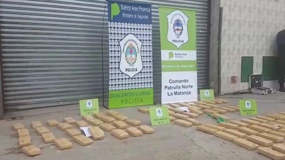 Secuestran más de 120 kilos de marihuana cuando estaban por hacer una transacción: los ocultaban en cajas de cartón