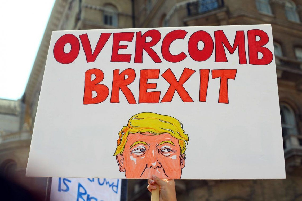 Un Bebé Trump sobrevuela el Parlamento Británico