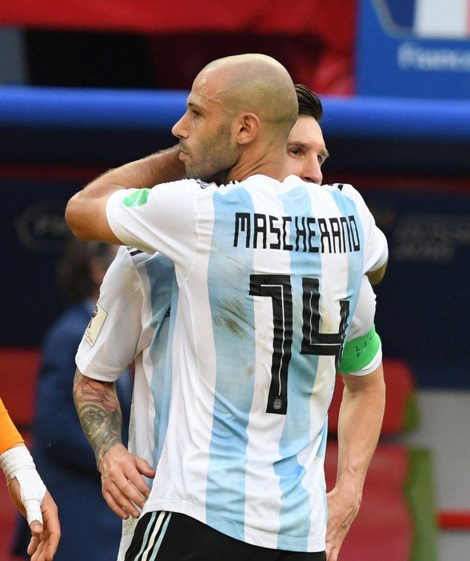 El abrazo de Mascherano y Messi tras quedar afuera ante Francia