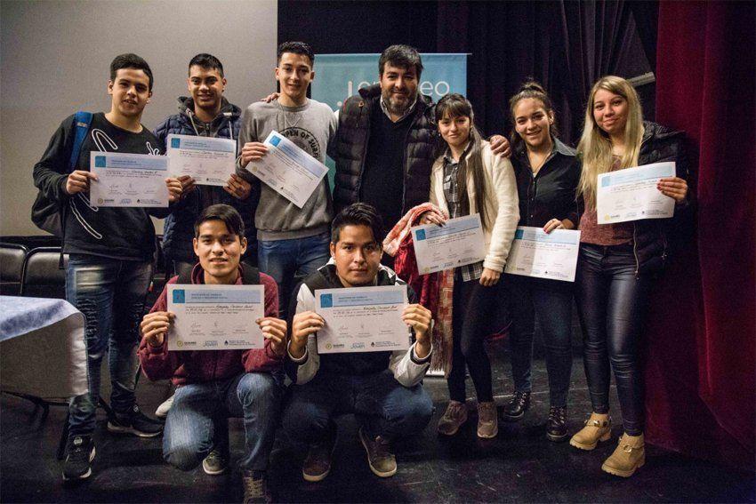 Diplomas para 300 jóvenes que finalizaron capacitación