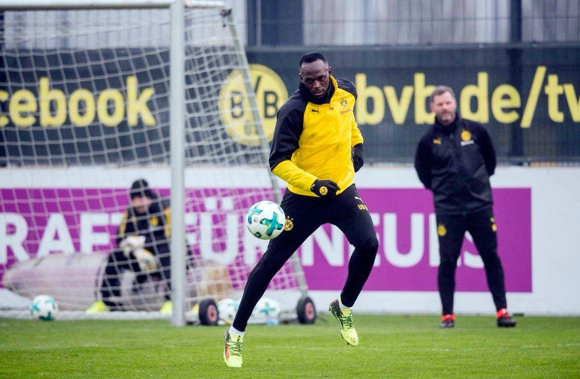Usain Bolt no renuncia a su sueño de ser futbolista