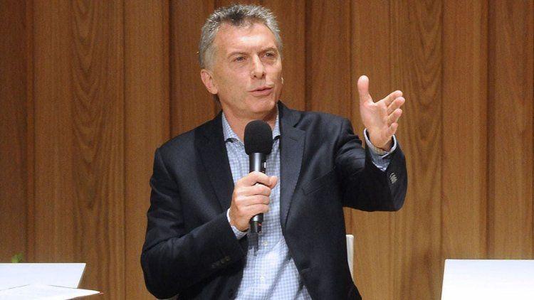 Macri promete hablar a agenda abierta con la prensa
