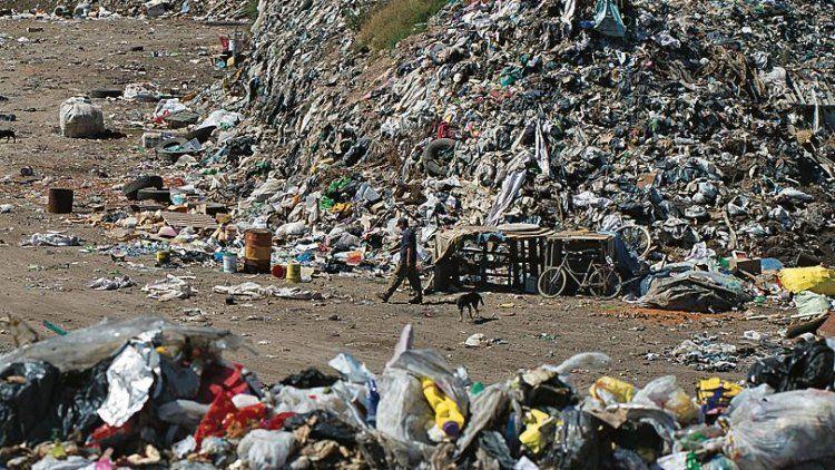 dEl predio de Cañuelas llevaba 50 años como vertedero de residuos.