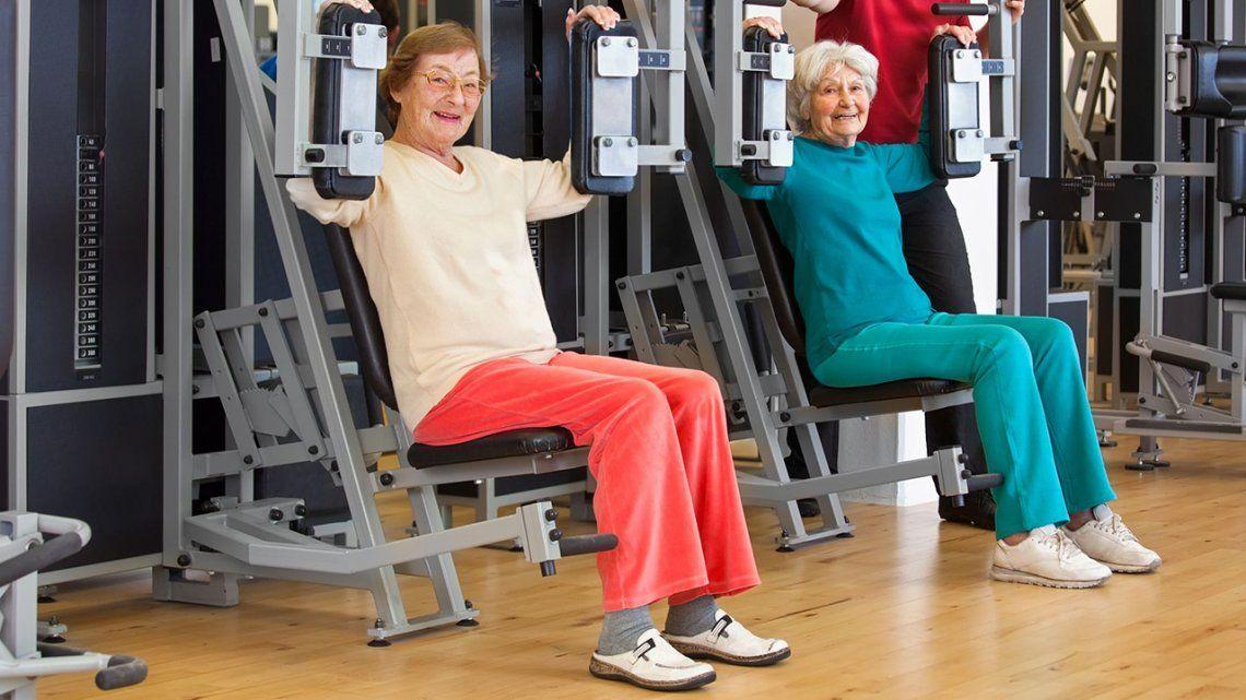 Cómo prevenir fracturas en las personas mayores
