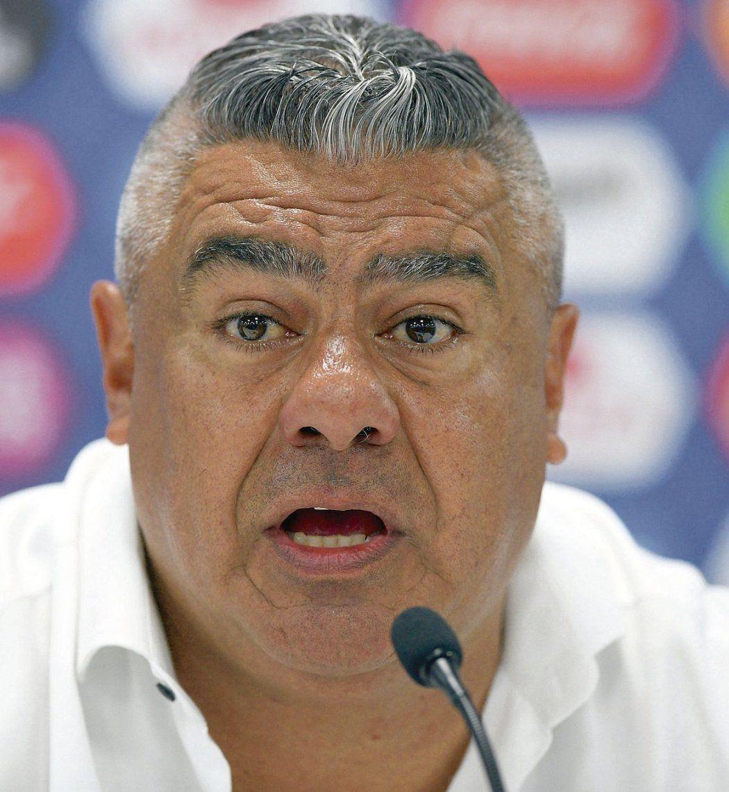 ¿No te da vergüenza, mafioso?, el grito de los peruanos a Claudio Tapia
