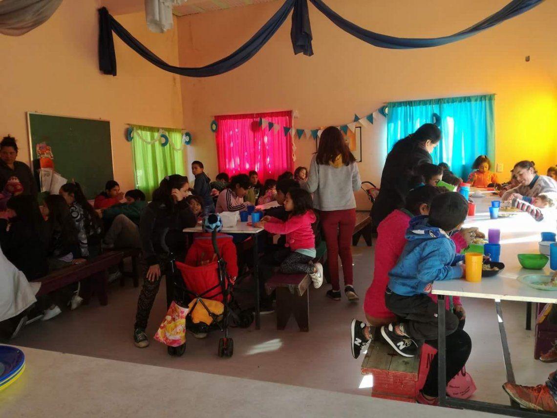 Por amor a  la profesión, dan clases en comedor infantil