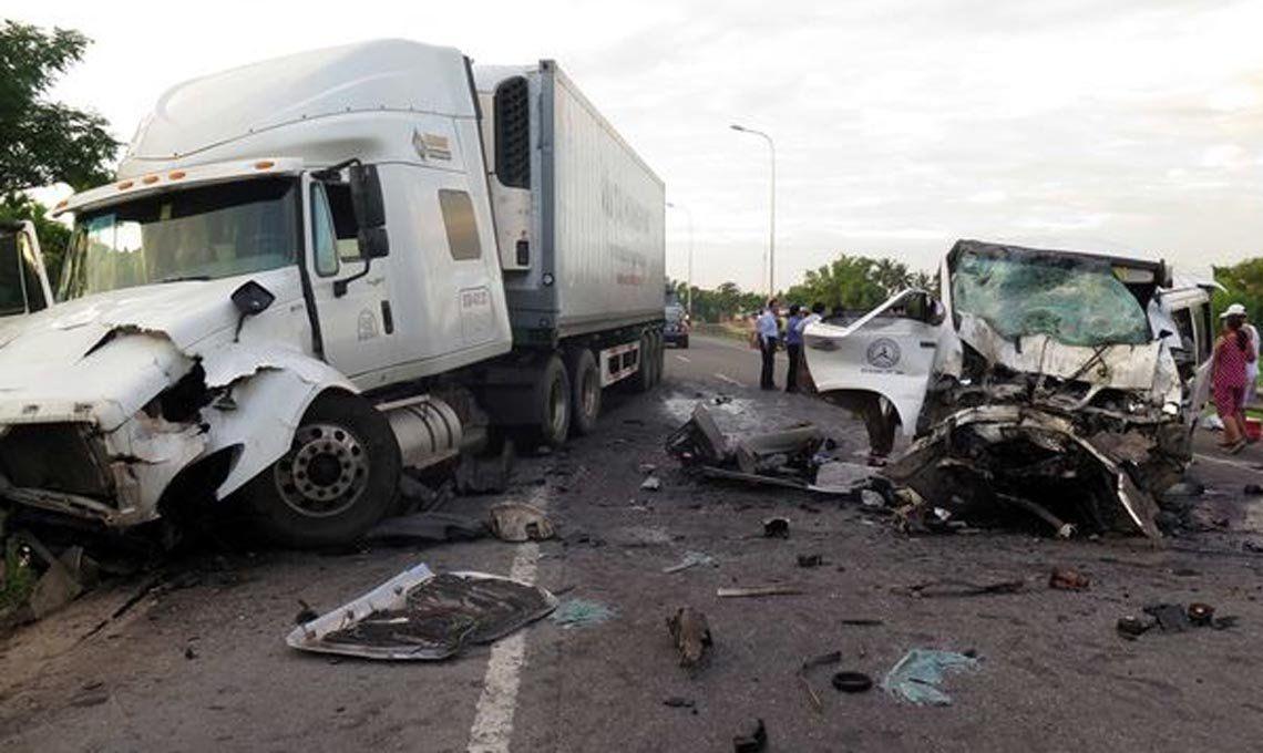 Espeluznante accidente: el novio y 12 miembros de su familia mueren en un choque frontal