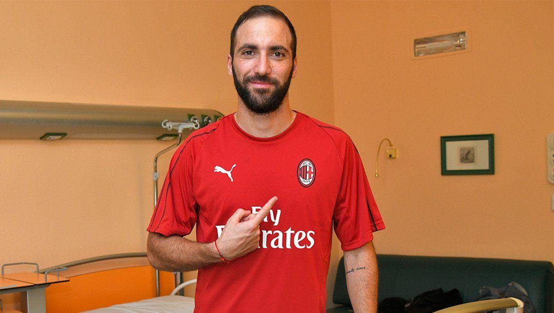 Gonzalo Higuaín ya posó con la del Milan