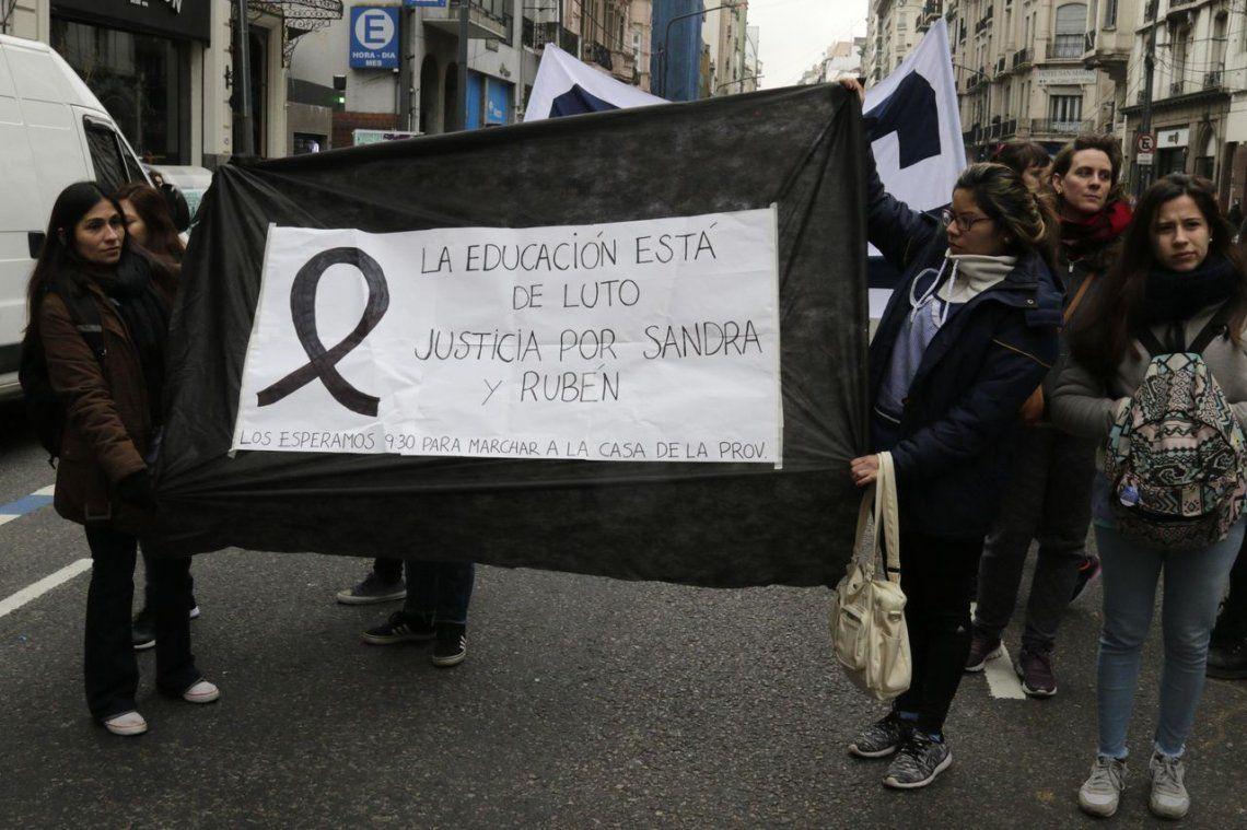 Indignación y dolor en el último adiós a las víctimas de la explosión en la escuela de Moreno