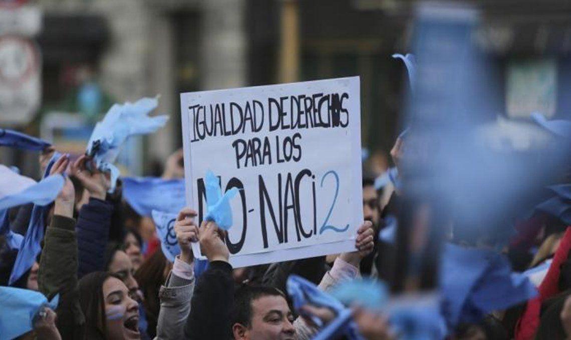 Una multitud se manifiestó contra el aborto en el Obelisco porteño