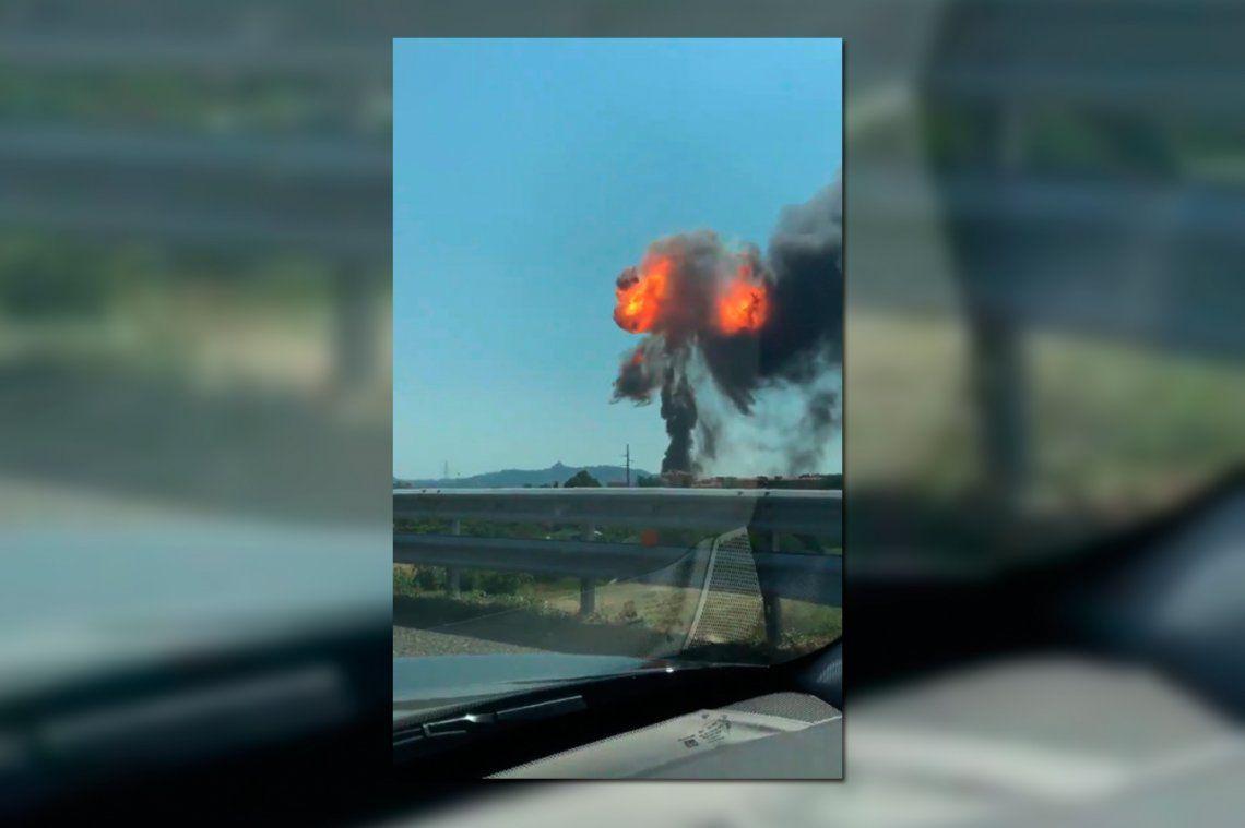 Una impresionante explosión de un camión cisterna en Italia