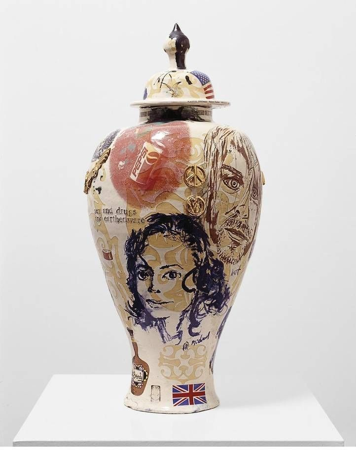 Sex and Drugs and Earthenware por Grayson Perry 1995.