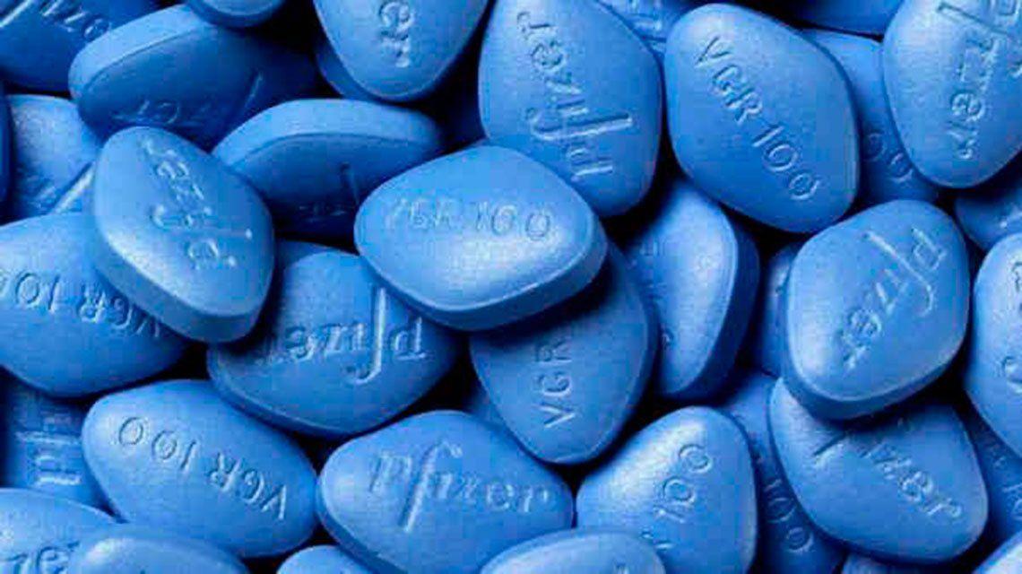Dos compañeritas le pusieron Viagra en su bebida: tuvo que ser internado