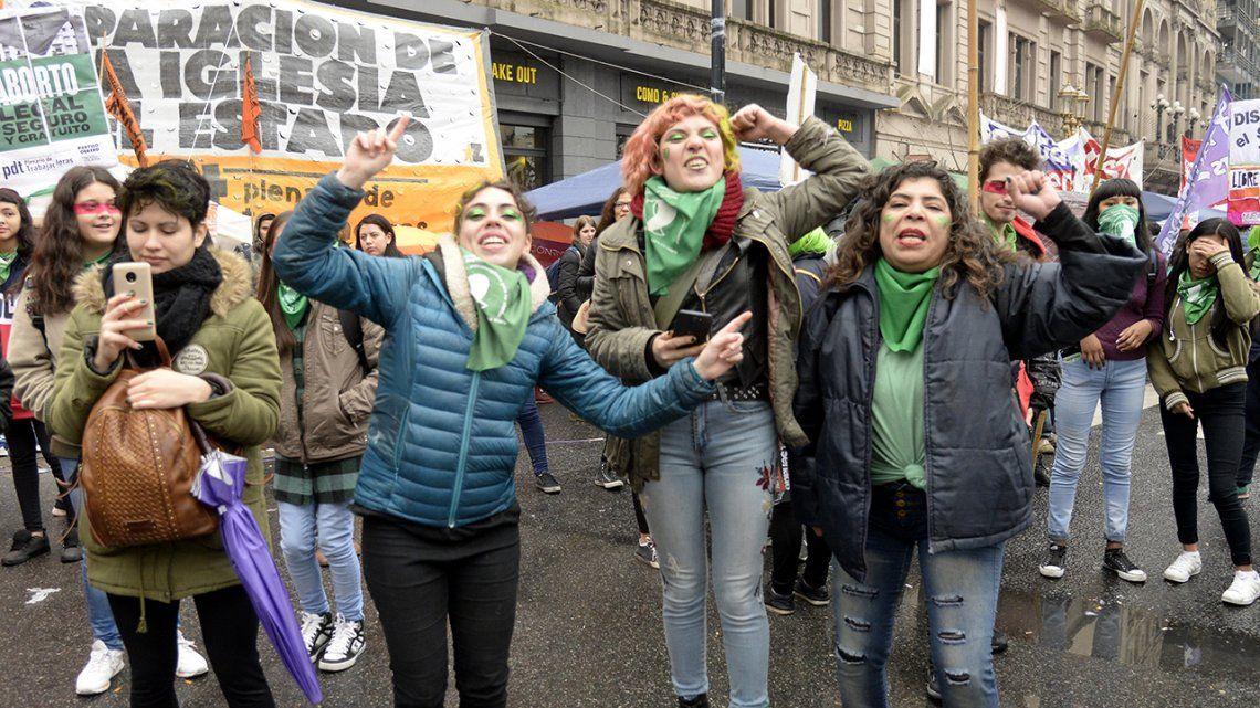 Verde y celeste: los colores de la plaza en fotos