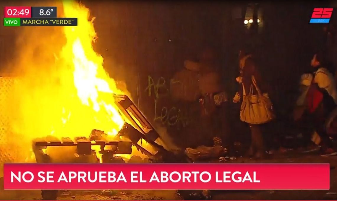Incidentes afuera del Congreso luego del rechazo de la ley del aborto: 8 detenidos y una herida
