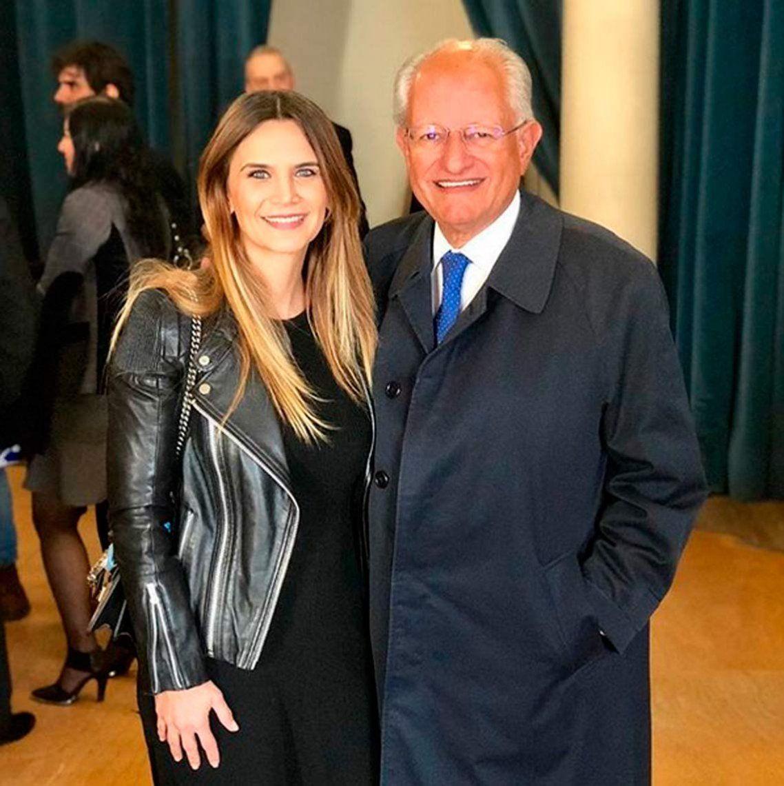 Amalia Granata se mostró muy sonriente al lado del polémico doctor Abel Albino