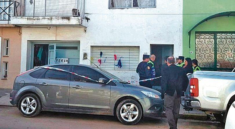 dPersonal policial frente a la vivienda donde hallaron sin vida a Romero.